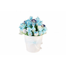 Blue sky sweet bouquet: Gifts to Italy