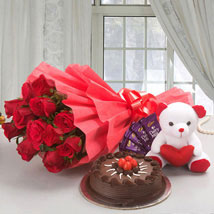 Flower Cake Hamper: Send Flowers & Chocolates to Faridabad